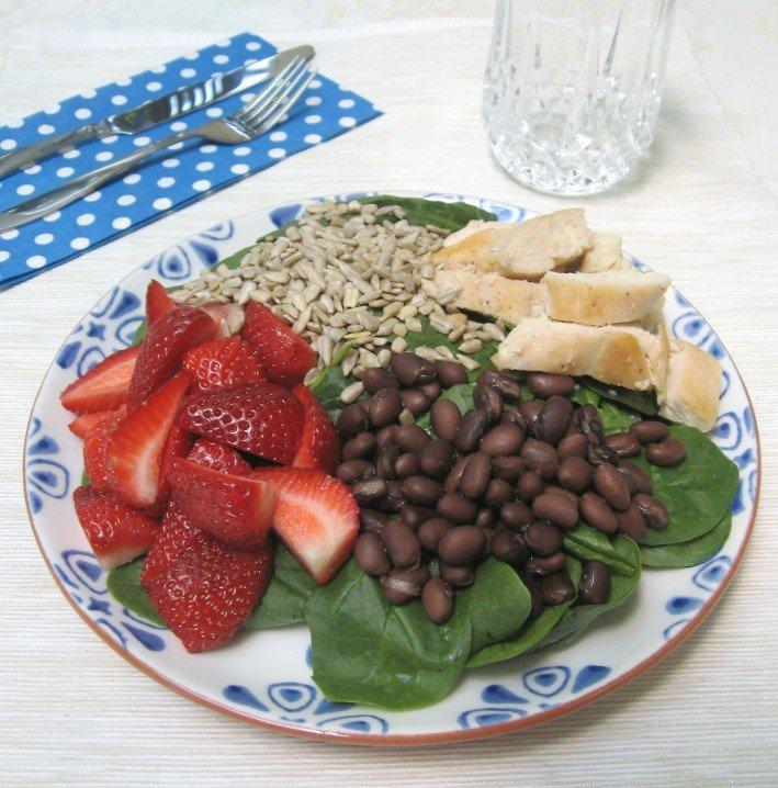 Spinach Salad with Chicken and Strawberries | MariaUshakova.com
