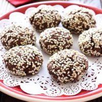 chocolate cookies with sesame seeds