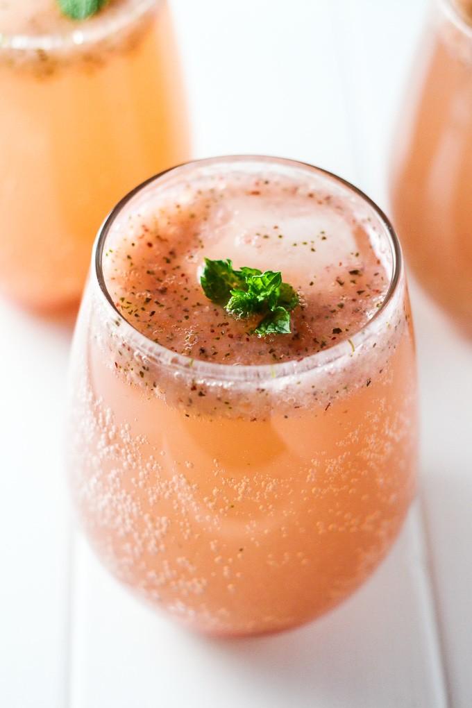 Homemade Strawberry Soda | MariaUshakova.com