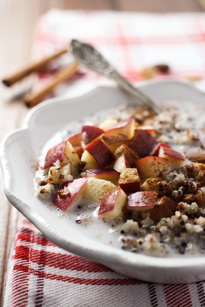 This Apple Cinnamon Quinoa Breakfast Bowl is so easy to put together ...