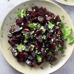Mediterranean Beets with Garlic and Olive Oil
