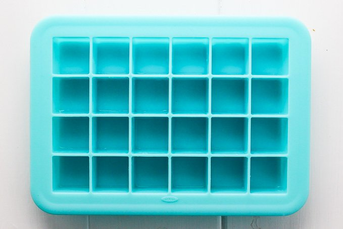 This silicon ice cube tray with 24 small cubes is perfect to make the healthy coconut bites.