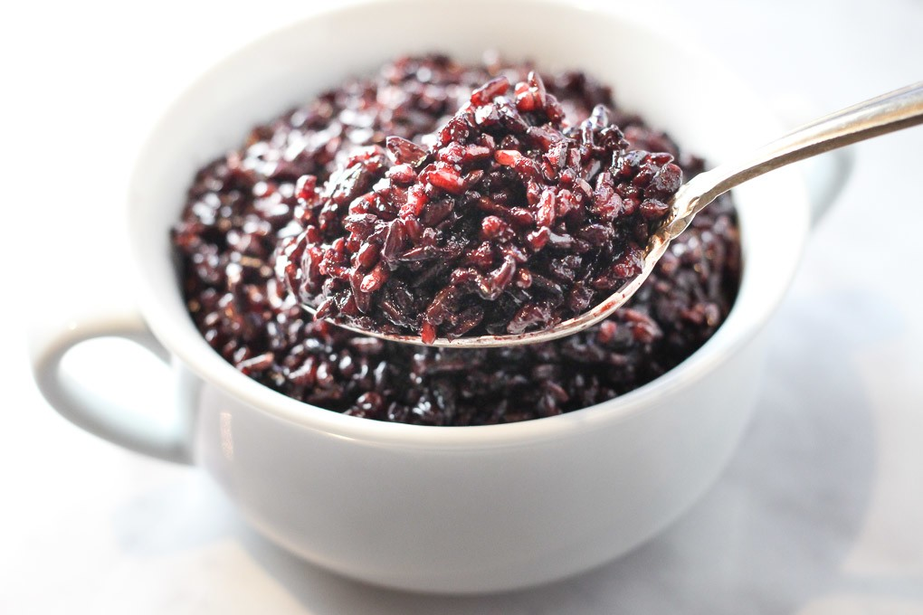 How to cook black rice using absorption method.