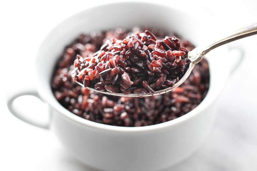 How to cook black rice using pasta method.
